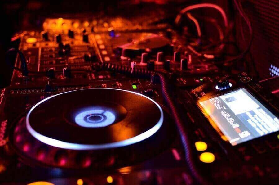 dj para fiestas paquetes luz y sonido DLUX